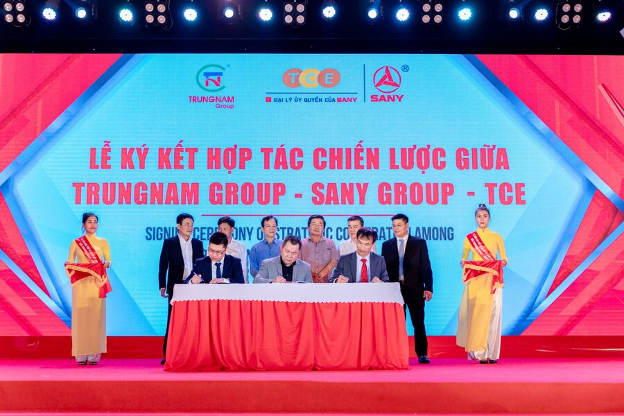 Lễ bàn giao thiết bị và ký kết hợp tác chiến lược giữa TrungNam Group-Sany Group-TCE